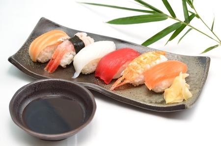 Sushi, plats japonais traditionnels Banque d'images