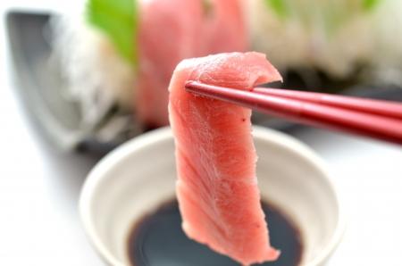 Tranches de poisson cru appel� Sashimi Banque d'images