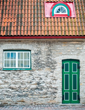 tallin: beautiful old house with green door and windows in Tallin old town street Stock Photo