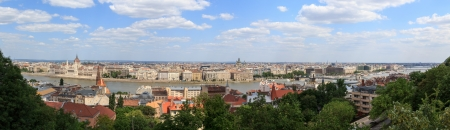 A panorama of Budapest with the Parliament and St. Stephan Imagens