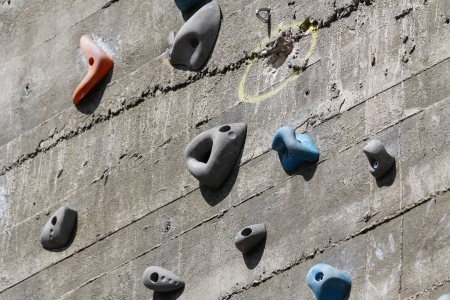 A segment of a climbing wall with a difficult pattern Imagens
