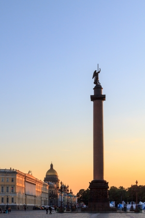 The alexander column on palace square at sunset in St. Petersburg Imagens