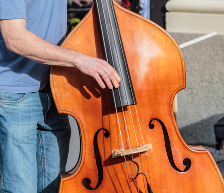 A wooden classic standup bass played on the streets of Munich Imagens