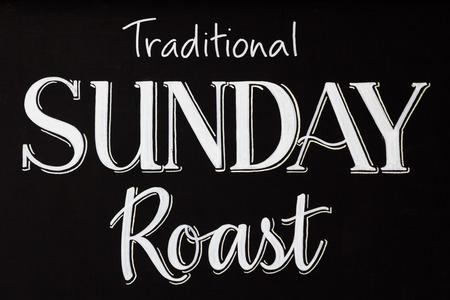 Word tekst van traditionele Sunday Roast geschreven op een schoolbord