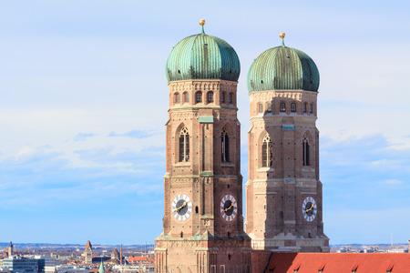 frauenkirche: Die beiden T�rme der ber�hmten Frauenkirche in M�nchen, Deutschland