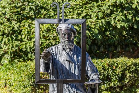 metal sculpture: Una scultura di metallo di un pittore senza una tela a Akaroa, Nuova Zelanda