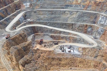 mining: Baja de la minería a cielo abierto y la maquinaria en una mina a cielo abierto en Waihi, Nueva Zelanda