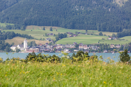 wolfgang: The tourism village St. Wolfgang seen from the opposite bank of Lake Wolfgang in Salzkammergut, Austria