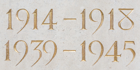 Golden inscription of the years of the two world wars: 1914-1918, 1939-1945 Imagens