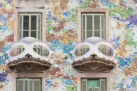 Detail of the facade and two balconies of Casa Batllo, Barcelona, Spain Imagens