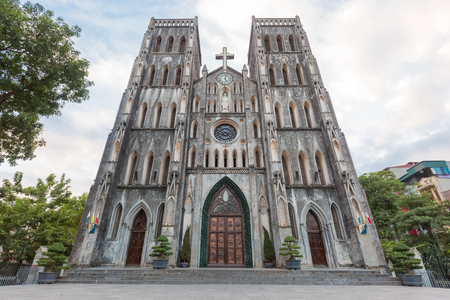 The facade of the neo gothic catholic St. Joseph Cathedral in Hanoi, Vietnam Imagens