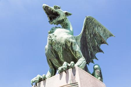 Dragon statue on the dragon bridge in Ljubljana, Slovenia Imagens - 84730921