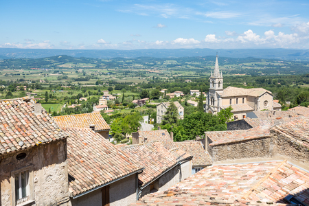 Panorama over village perchee Bonnieux in the Luberon of Provence, France Imagens