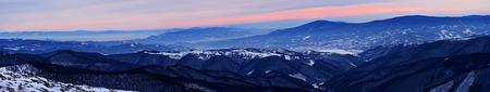 ranges: Silhouette di catene montuose copertura