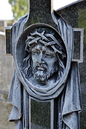 memorial cross: Cabeza de Jesús Cristo tallado en la cruz
