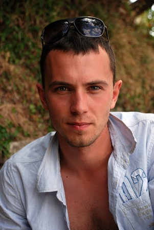 Portrait de jeune homme beau Banque d'images