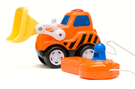 Excavatrice jouet orange dr�le, isol�