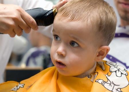 Un salon de coiffure et semestre vieux gar�on dans le salon de coiffure Banque d'images