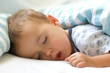 Le sommeil profond - Petit gar�on dormant