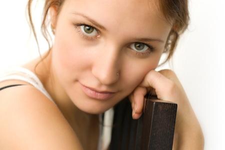 Portrait de jeune, beau, arri�re-plan blanc womanon Banque d'images
