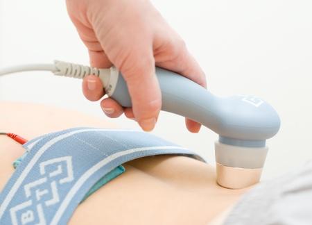 fisioterapia: Terapia de ultrasonido por el equipo de terapia de combinaci�n BTL-5800SL