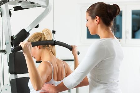 fisico: Paciente en la fisioterapia