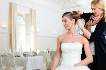 Stylist pinning up a bride's hairstyle before the wedding Stock Photo - 9860583