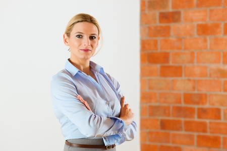 Woman standing with folded arms in an empty apartment   Stock Photo - 10016498