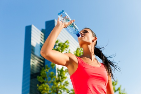 running water: Urban sports - fitness in the city on a beautiful summer day