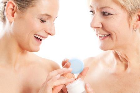 comprehension: Beauty and skin care - mother and daughter with cream