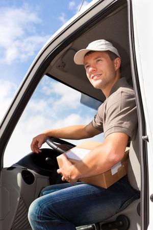 cartero: Servicio postal - la entrega de un paquete a trav�s de un servicio de entrega