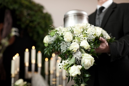 cremation: Religion, death and dolor  - funeral and cemetery; urn funeral