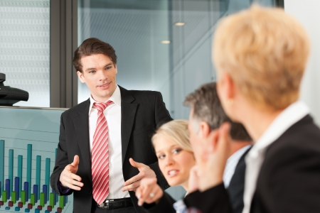 present presentation: Business - presentation within a team; a male, colleague is standing on the screen