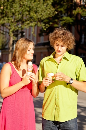 lust for life: Man and woman in the city � eating ice cream in the summer Stock Photo