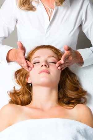 Wellness - woman getting massage in Spa, it is a massage for the head or face Stock Photo - 17058476
