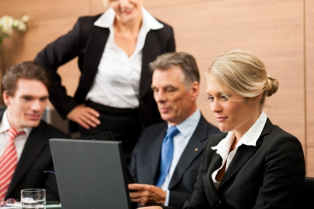 internship: Business - team meeting in an office