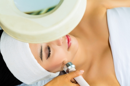 Asian Woman lies in a beauty spa getting a treatment with ultrasonic Stock Photo - 18062800