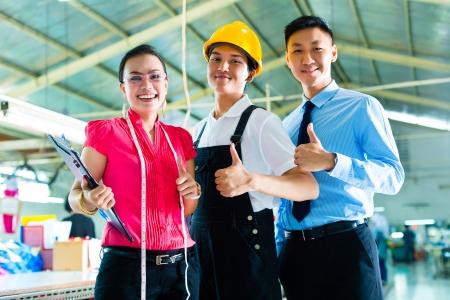supervisores: Cambie supervisor o capataz, junto con el propietario o el director general y el dise�ador, ver un borrador de la nueva colecci�n, que se coloca en la f�brica textil de China