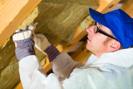 overall: Trabajadores en general es la creaci�n de material de aislamiento t�rmico con guantes en el techo