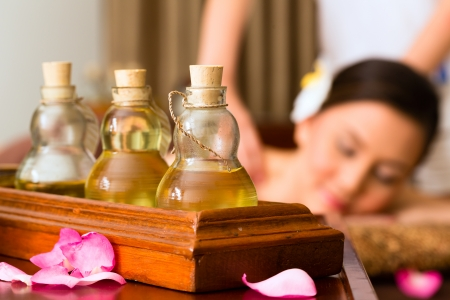 Chinese Asian woman in wellness beauty spa having aroma therapy massage with essential oil, looking relaxed Zdjęcie Seryjne - 25006116