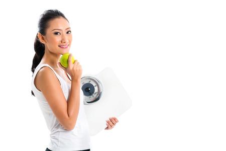 eating fruits: J�venes de Asia mujer la p�rdida de peso por la vida sana y comer frutas