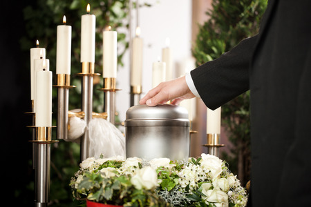 kin: Religion, death and dolor  - funeral and cemetery; urn funeral