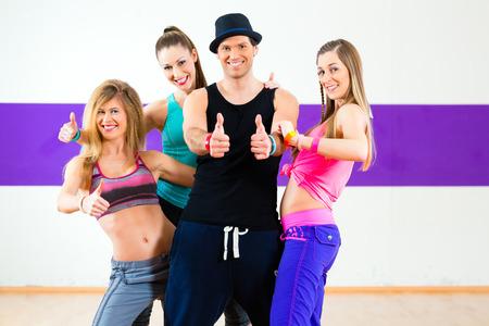 flit: Man posing with woman in zumba dance school