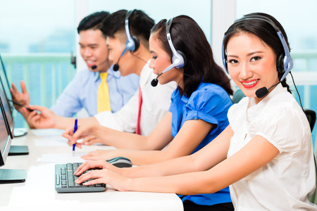 Asian Chinese call center agent team on phone 스톡 콘텐츠