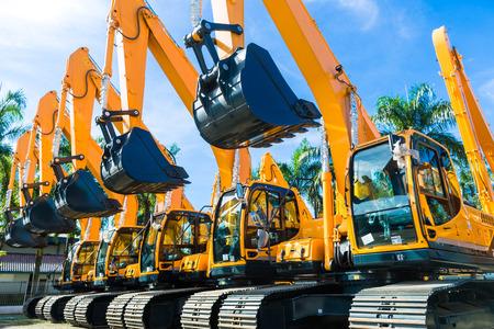 maquinaria pesada: Flota de vehículos con la maquinaria de construcción del edificio o la minería empresa Foto de archivo