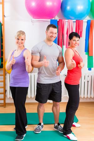 pacientes: Los pacientes con la fisioterapia despu�s de los ejercicios f�sicos