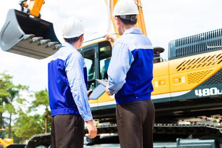 건설 현장이나 광산 회사의 아시아 엔지니어 제어 건설 기계