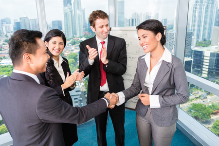 business asia: Business team applausi in riunione