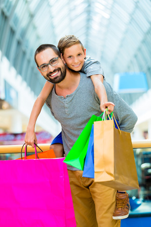 Dad carrying son piggyback in shopping mall Stok Fotoğraf - 37893809