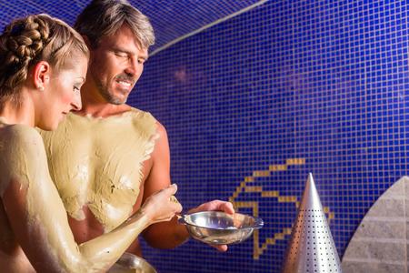 hamam: Couple at Rasul bath in wellness spa